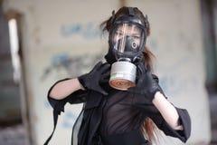Menina na máscara de gás Imagem de Stock Royalty Free