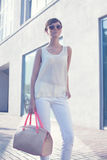 Menina na moda nos óculos de sol Imagens de Stock Royalty Free