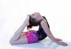 Menina na posição de Gymnstic da Para trás-curvatura Imagem de Stock Royalty Free