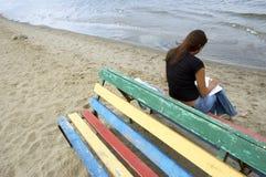 Menina na praia fotos de stock royalty free