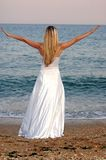 Menina na praia do mar Imagens de Stock