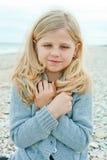 Menina na praia do outono Fotos de Stock