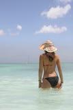 Menina na praia do saona Fotos de Stock