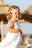 Menina na praia no mar Fotografia de Stock Royalty Free