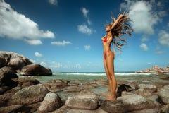 Menina na praia tropical Foto de Stock Royalty Free