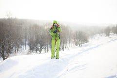 Menina na roupa do inverno com uma trouxa Imagem de Stock Royalty Free