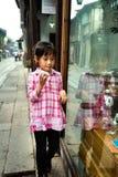 Menina na rua Foto de Stock Royalty Free
