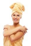 Menina na toalha de banho Fotos de Stock