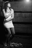 Menina na vista preto e branco assustador Imagem de Stock Royalty Free