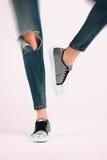 Menina nas calças de brim Fotografia de Stock