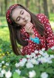 Menina nas flores Foto de Stock
