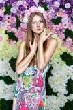 Menina nas flores. Fotografia de Stock