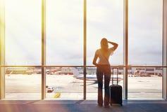 Menina no aeroporto Imagens de Stock Royalty Free