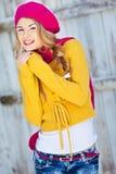 Menina no amarelo vestido queda Fotografia de Stock