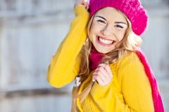 Menina no amarelo vestido queda Imagens de Stock