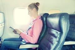 Menina no avião Fotos de Stock