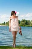 Menina no banco de rio Imagens de Stock