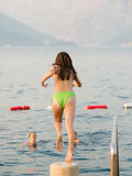 Menina no beira-mar Fotografia de Stock