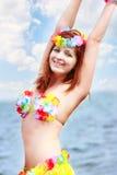 Menina no biquini brilhante no fundo do mar fotografia de stock royalty free