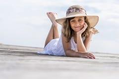 Menina no cais Fotografia de Stock Royalty Free