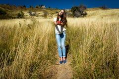 A menina no campo Fotografia de Stock
