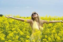 Menina no campo amarelo Imagem de Stock Royalty Free