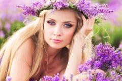 Menina no campo da alfazema Imagem de Stock Royalty Free