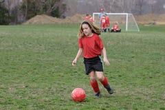 Menina no campo de futebol 16 Fotografia de Stock Royalty Free