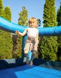 Menina no campo de jogos inflável Foto de Stock