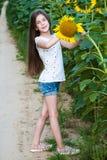 Menina no campo dos girassóis Imagem de Stock Royalty Free
