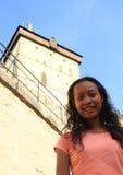 Menina no castelo Karlstejn Fotos de Stock Royalty Free