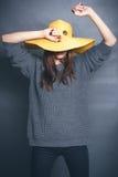 Menina no chapéu amarelo Imagens de Stock Royalty Free
