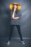Menina no chapéu amarelo Foto de Stock