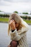 A menina no desespero e no sofrimento Fotos de Stock Royalty Free