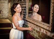 Menina no espelho Imagens de Stock Royalty Free