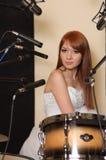 Menina no estúdio de gravação sonora. fotografia de stock royalty free