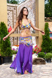 Menina no fundo do estilo do árabe do tapete Foto de Stock Royalty Free