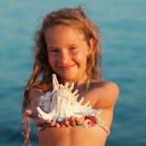 Menina no fundo do mar Foto de Stock