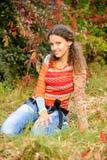 Menina no gramado Fotos de Stock Royalty Free