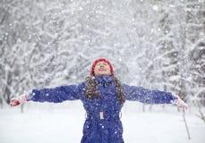Menina no inverno Criança ao ar livre Imagem de Stock Royalty Free