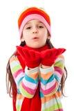 A menina no inverno morno veste o sopro às mãos imagens de stock