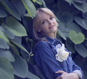 Menina no jardim Imagens de Stock Royalty Free