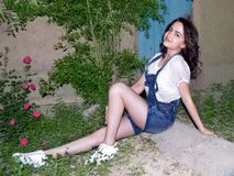 Menina no jardim da noite Imagem de Stock Royalty Free