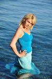 Menina no mar fotos de stock