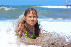 Menina no mar. Fotografia de Stock Royalty Free