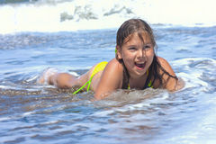 Menina no mar. Imagens de Stock