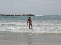 Menina no mar Mediterrâneo Foto de Stock Royalty Free
