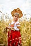 Menina no nacional do russo um vestido fotografia de stock royalty free