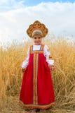 Menina no nacional do russo um vestido fotos de stock