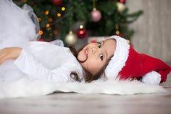 Menina no Natal com uma saia do tutu imagem de stock